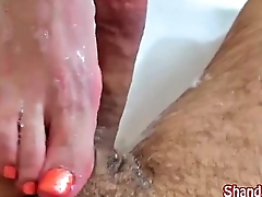 Peculiar Milf Shanda Fay Jumps in the Tub to Give HJ!
