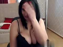 Big tits brunette shows off her curvy body on cam -erickdarkebadass.com