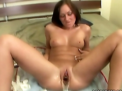Amateur tot gets her pussy stretched out