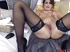 I am squirting brunette MILF queen!