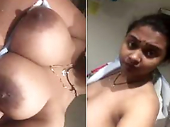 Today Exclusive- Desi Bhabhi Showing her Boobs part1