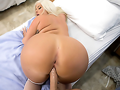 Wonderful XXX lovemaking with pretty chubby blonde doctor's assistant in ward
