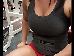 Girl shows us her pussy in the gym